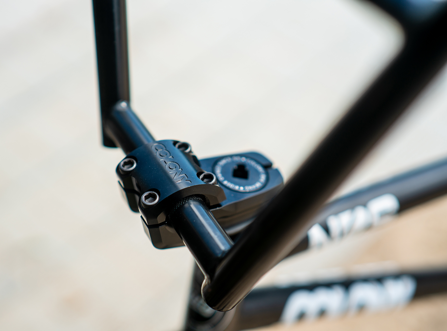 colony square back stem black